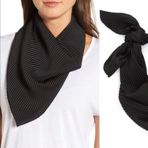 NWT Halogen solid pleated scarf